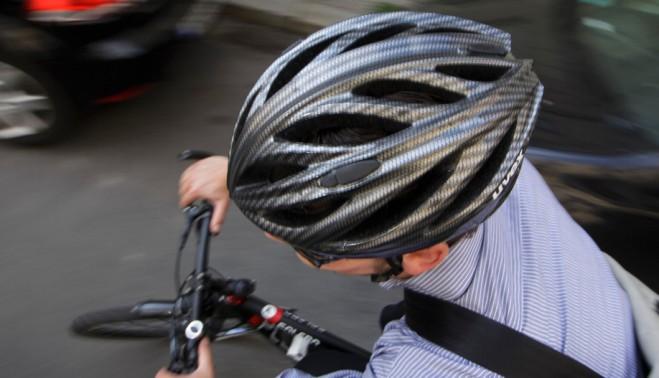 Велосипедний шолом: вдягати чи не вдягати?